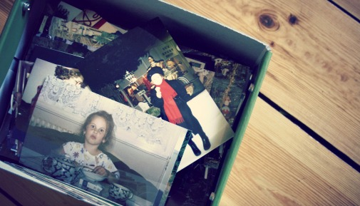 Eine Kiste voller Fotos aus 4 Generationen, die mir meine Oma mal geschenkt hat.